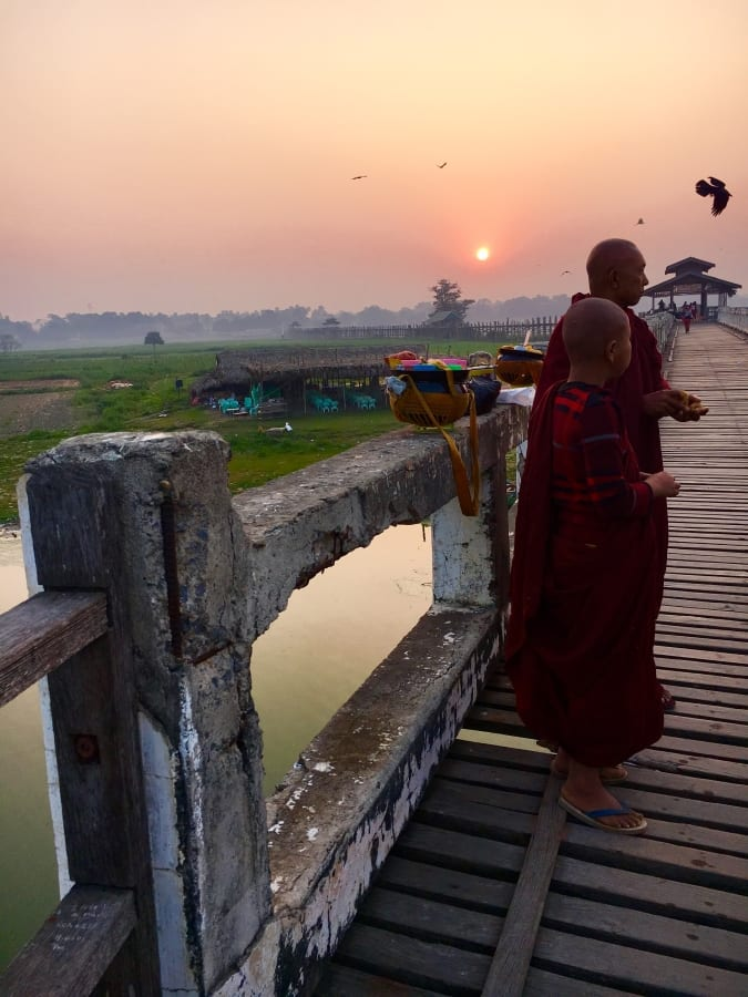 ubein bridge manadalay monks